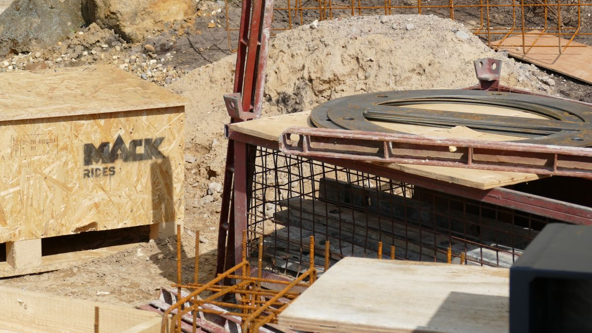 Baustelle der Achterbahn Star Trek: Operation Enterprise im Movie Park Germany